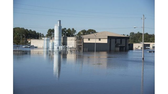 Hurricane Matthew: Lumberton, North Carolina could be without water for two weeks