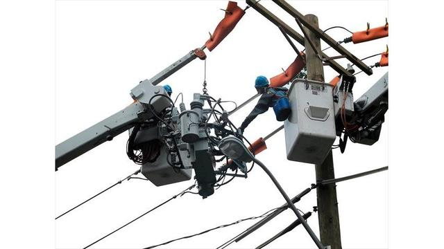 Scattered power outages in the Pine Belt
